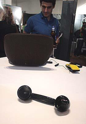 デザイナーブロックでみんな注目はIP電話受話器マニアでおなじみの hulger